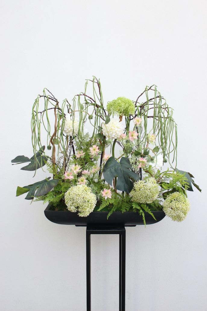 Gėlės aplink karstą